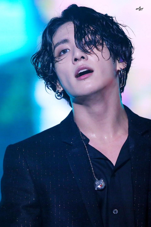 bts jungkook cheveux longs 2