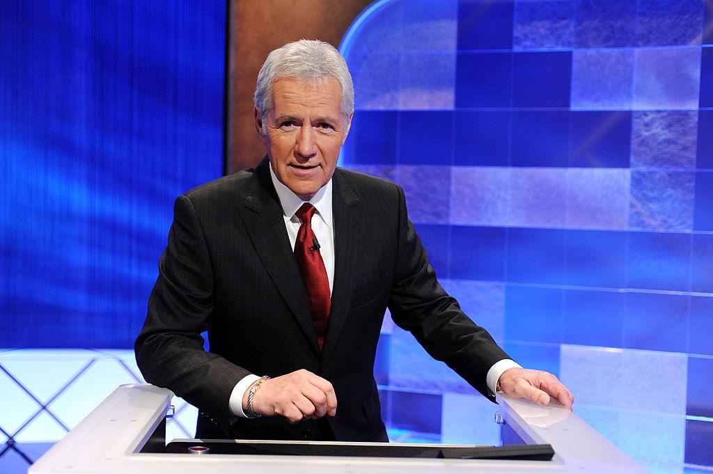 Alex Trebek sur le tournage de «Jeopardy!»  pour le tournoi sur invitation Million Dollar Celebrity