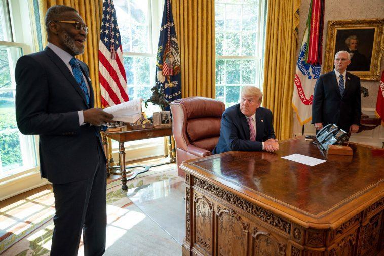 Un Allié Anti Lgbt De Trump Meurt Après Un événement De