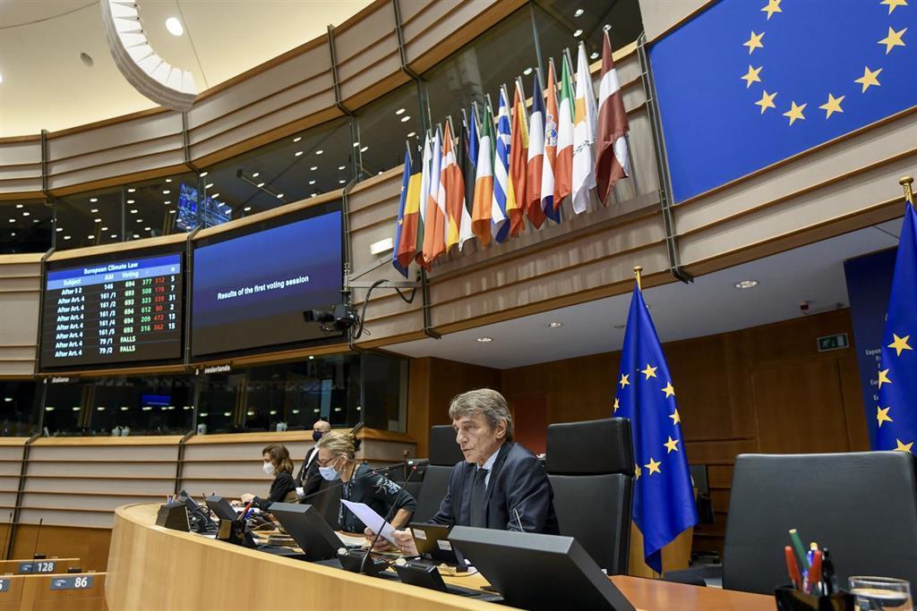Le Parlement Européen Garde Une Minute De Silence Pour Les