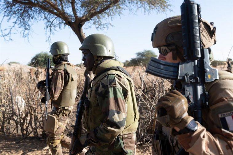 La France Annonce La Mort Du Commandant Militaire De La