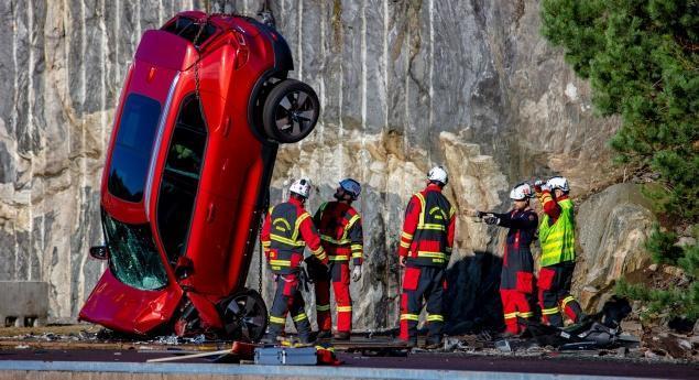 Volvo Cars. Le Nouveau Test D'impact Comprend Une Chute De