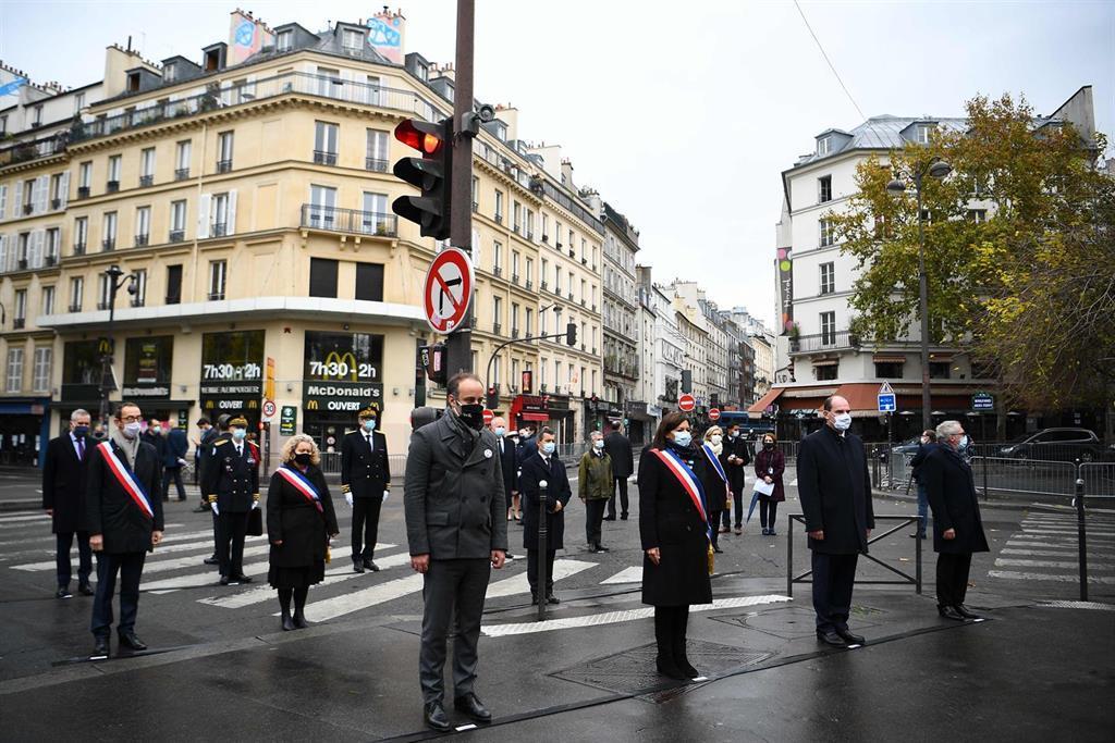 Paris Honore Les Victimes Des Attentats Du N 13 De