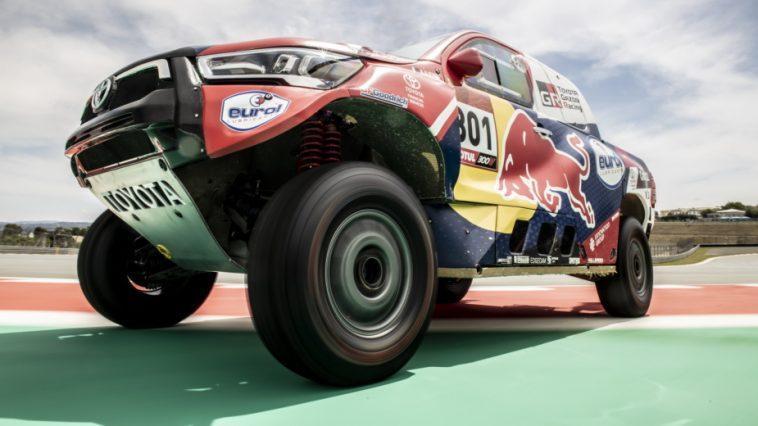Toyota Hilux V8 Gazoo Racing Est Prêt Pour Le Dakar