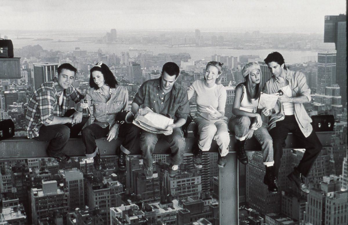 Matthew Perry, Jennifer Aniston, Courteney Cox, Matt Le Blanc, Lisa Kudrow et David Schwimmer sur des photos promotionnelles pour `` Friends ''