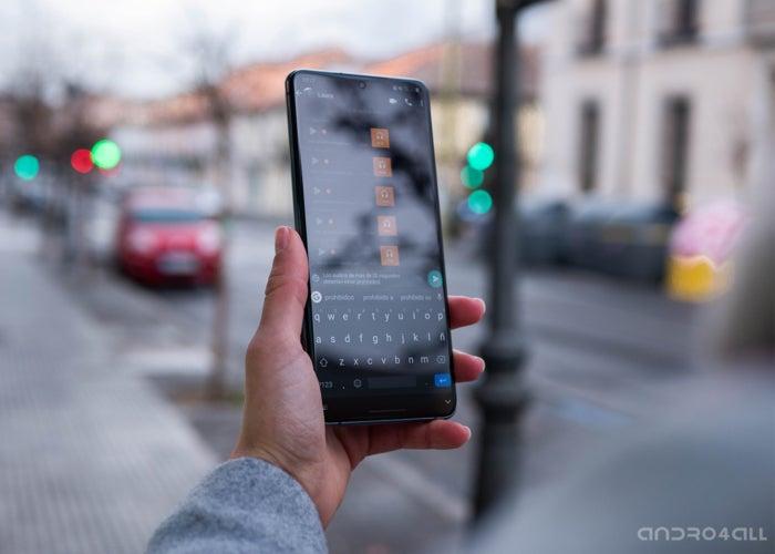 WhatsApp pour Android avec un thème sombre