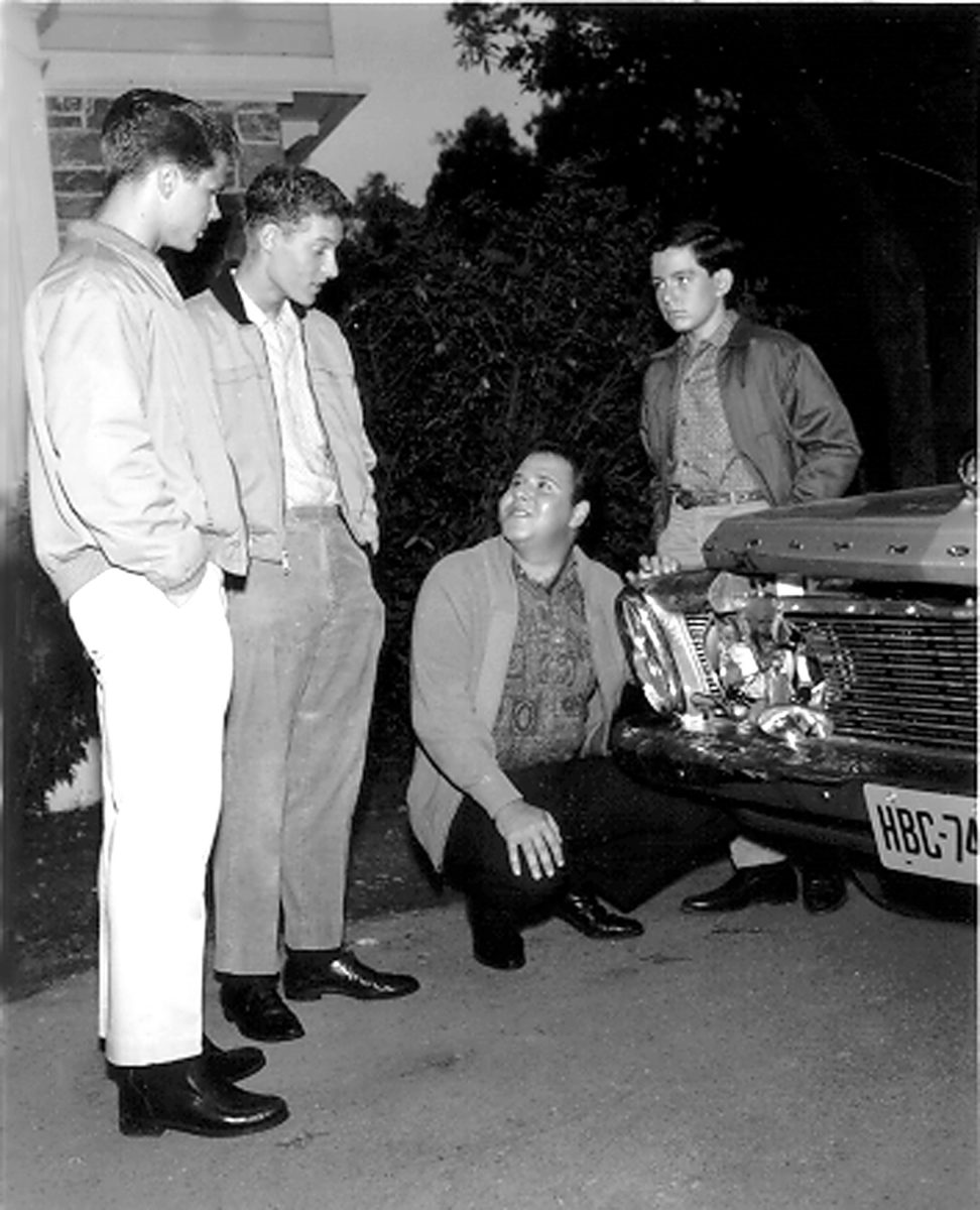 Tony Dow comme Wally Cleaver, Ken Osmond comme Eddie Haskell, Frank Bnak comme Clarence 'Lumpy' Rutherford et Jerry Mathers comme Beaver Cleaver dans une scène pour 'Leave It to Beaver'