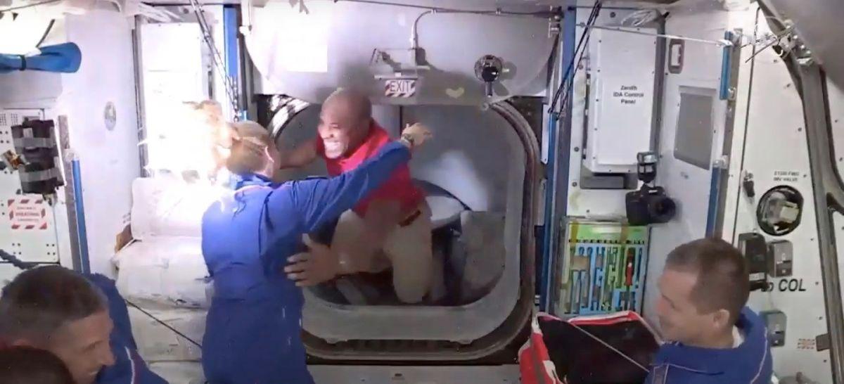 Victor Glover Devient Le Premier Astronaute Noir à Arriver à