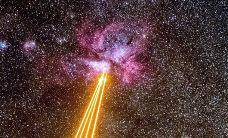 La Terre Mène Un Duel Laser Avec L'explosion De La