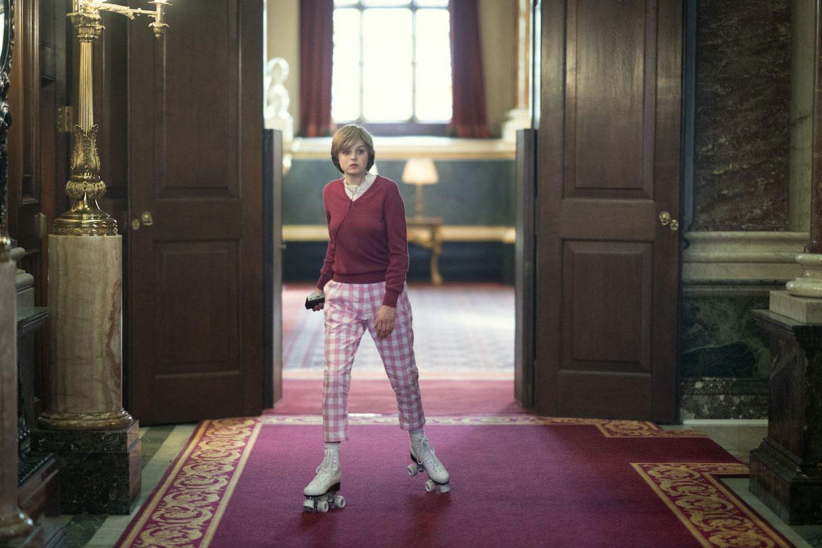 Emma Corrin patins à roulettes en tant que princesse Diana dans la saison 4 de 'The Crown'