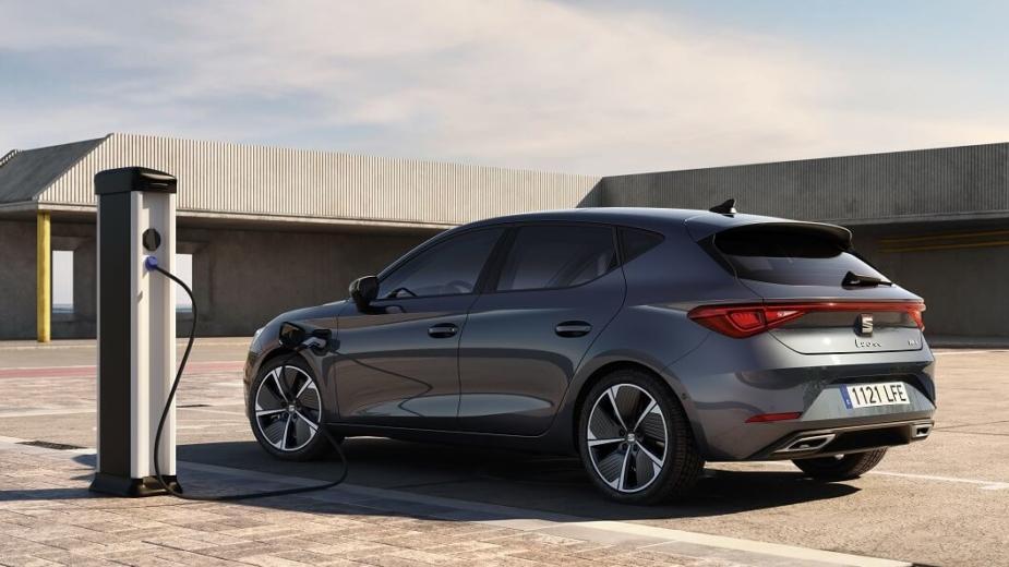 Seat Leon E Hybrid. Tout Sur Le Premier Hybride Rechargeable De