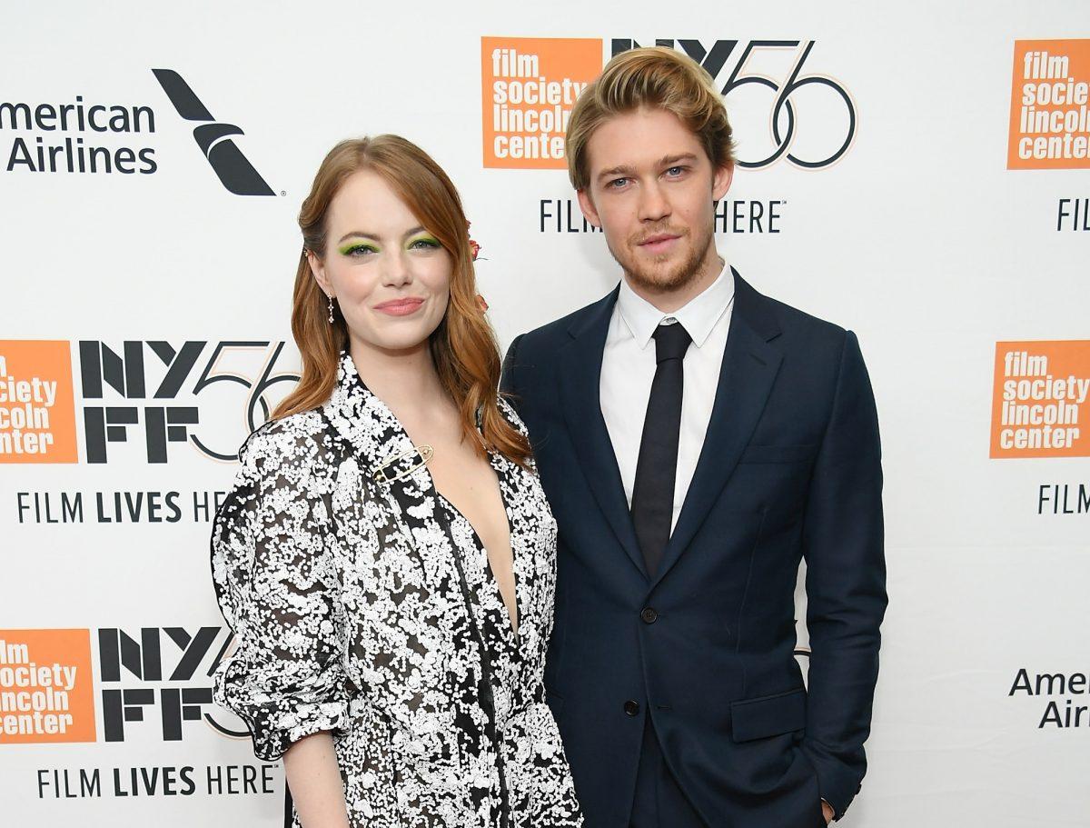 Emma Stone et Joe Alwyn assistent à la première de la soirée d'ouverture de The Favorite le 28 septembre 2018 à New York.