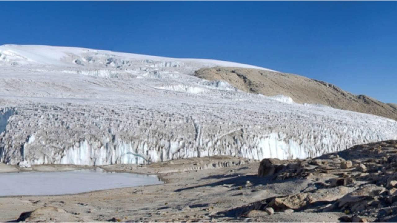 Calotte glaciaire de Quelccaya au Pérou.  Doug Hardy, CC BY-SA