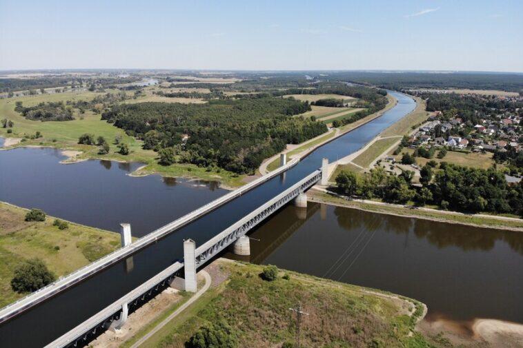L'incroyable pont sur l'eau de Magdebourg: à 918 mètres c'est le plus grand de sa catégorie et même des bateaux y circulent