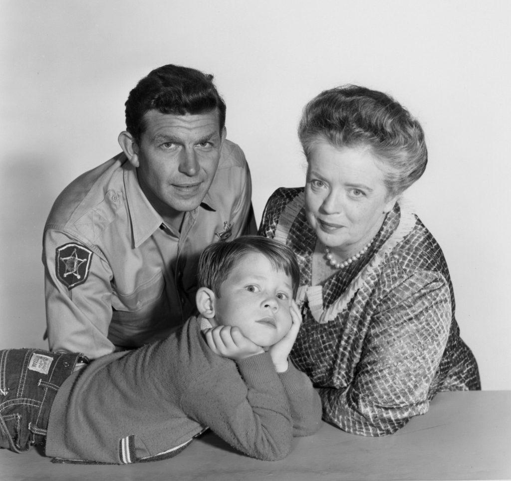 (L - R): Andy Griffith, Ron Howard et Frances Bavier de 'The Andy Griffith Show'