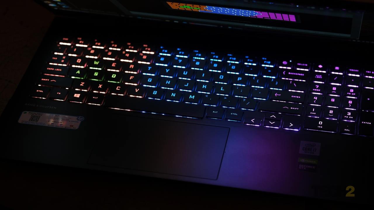 Plutôt que d'avoir un rétroéclairage LED organique par touche, le rétroéclairage du clavier de l'Omen est divisé en quatre zones distinctes. Image: Anirudh Regidi