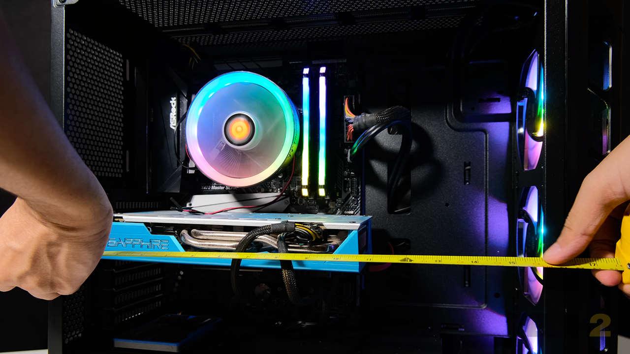 9.Même avec un radiateur monté à l'avant, il y a suffisamment d'espace pour les GPU monstres comme le RTX 3080. Image: Anirudh Regidi