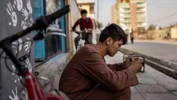 `` J'oublie Le Monde '': Les Jeunes Afghans Trouvent De