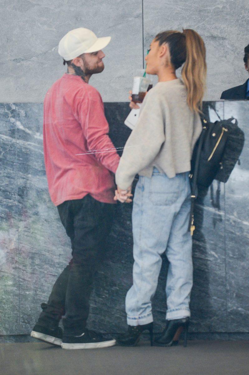 Le rappeur Mac Miller et la chanteuse Ariana Grande entrent dans les studios Sirius XM le 20 septembre 2016