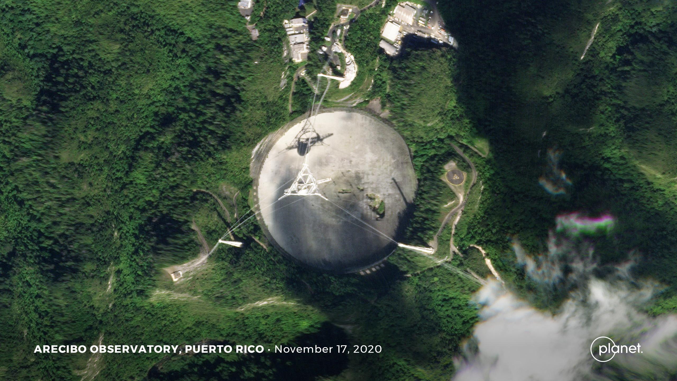 Cette image satellite montre les dommages causés à l'antenne du radiotélescope Arecibo.