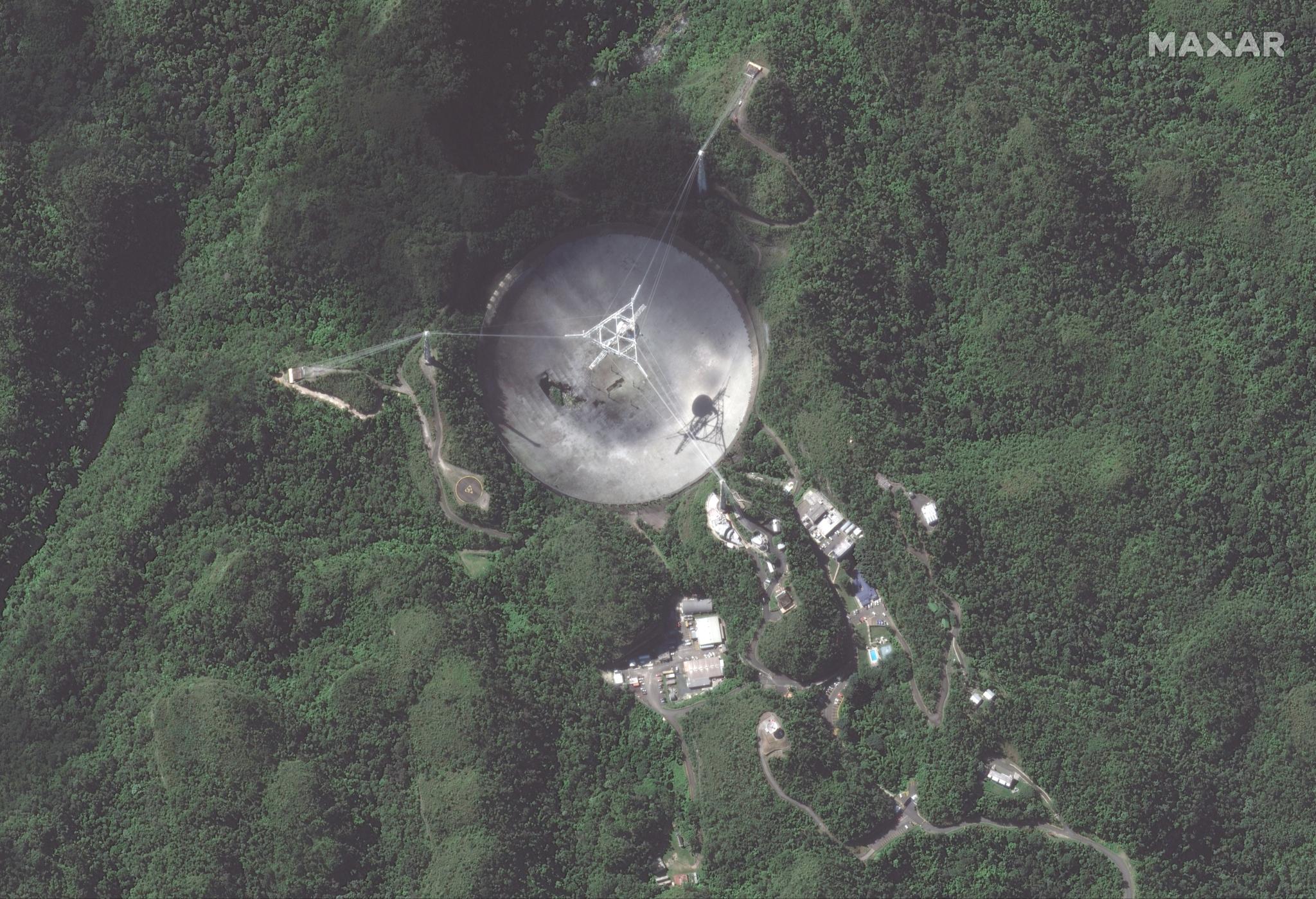 Vue satellite rapprochée des dégâts causés à l'observatoire d'Arecibo.
