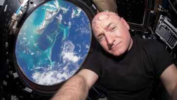 Scott Kelly, Qui A Passé Un An Dans L'espace, Lance