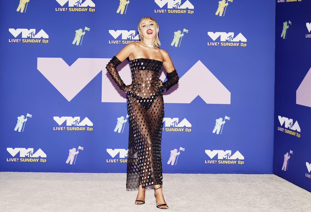 Miley Cyrus assiste aux MTV Video Music Awards 2020, diffusés le dimanche 30 août 2020 à New York.