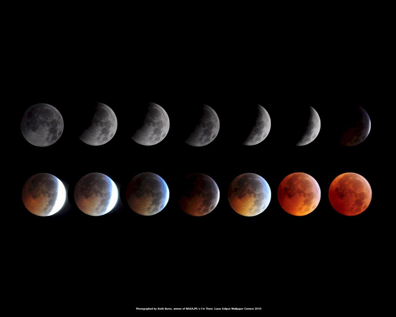 Ce montage d'images prises par le skywatcher Kieth Burns montre l'éclipse lunaire totale du 20 décembre 2010.  Les photos ont remporté un concours de la NASA pour devenir un fond d'écran officiel de la NASA / JPL pour le public.