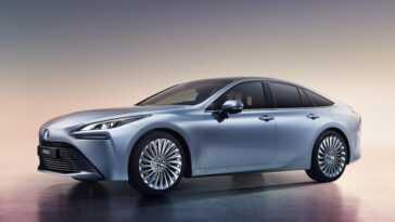 La Toyota Mirai 2020 est l'un des paris les plus sérieux pour la voiture à hydrogène: elle abaisse son prix et étend l'autonomie jusqu'à 650 km