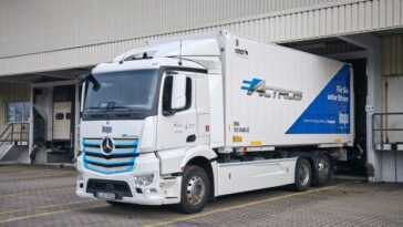 La Filiale Allemande D'inapa Teste Le Camion électrique Mercedes Benz