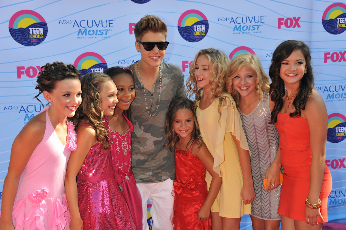 Le chanteur Justin Bieber et les stars de Dance Moms arrivent aux Teen Choice Awards 2012
