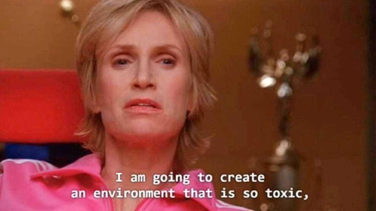 Sue Sylvester De Glee Devient Virale Grâce Au Meme Environnement