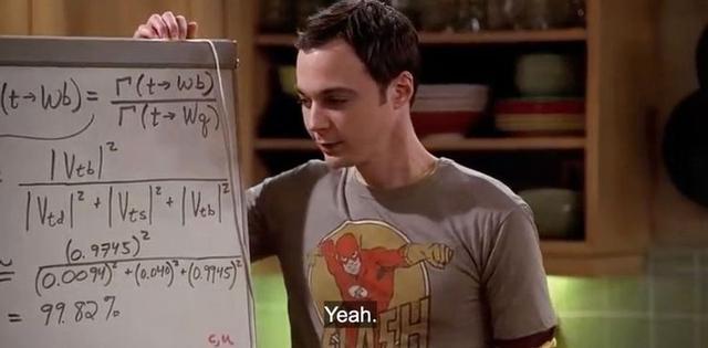 Lorsque Penny est impressionnée par le tableau noir de l'appartement de Sheldon et Leonard, Cooper semble flirter avec elle alors qu'il s'appuie sur son tableau noir et tente de montrer son intelligence (Photo: CBS)