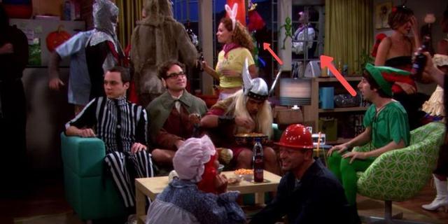 """Dans le chapitre """"Le paradigme de la Terre du Milieu"""", les garçons célèbrent Halloween chez Penny.  À l"""