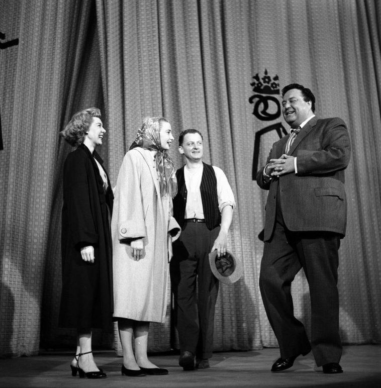 Joyce Randolph, Audrey Meadows, Art Carney and Jackie Gleason on stage after the