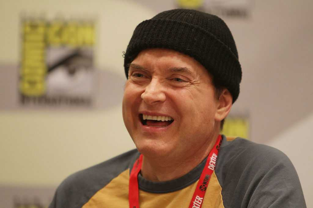 Billy West souriant