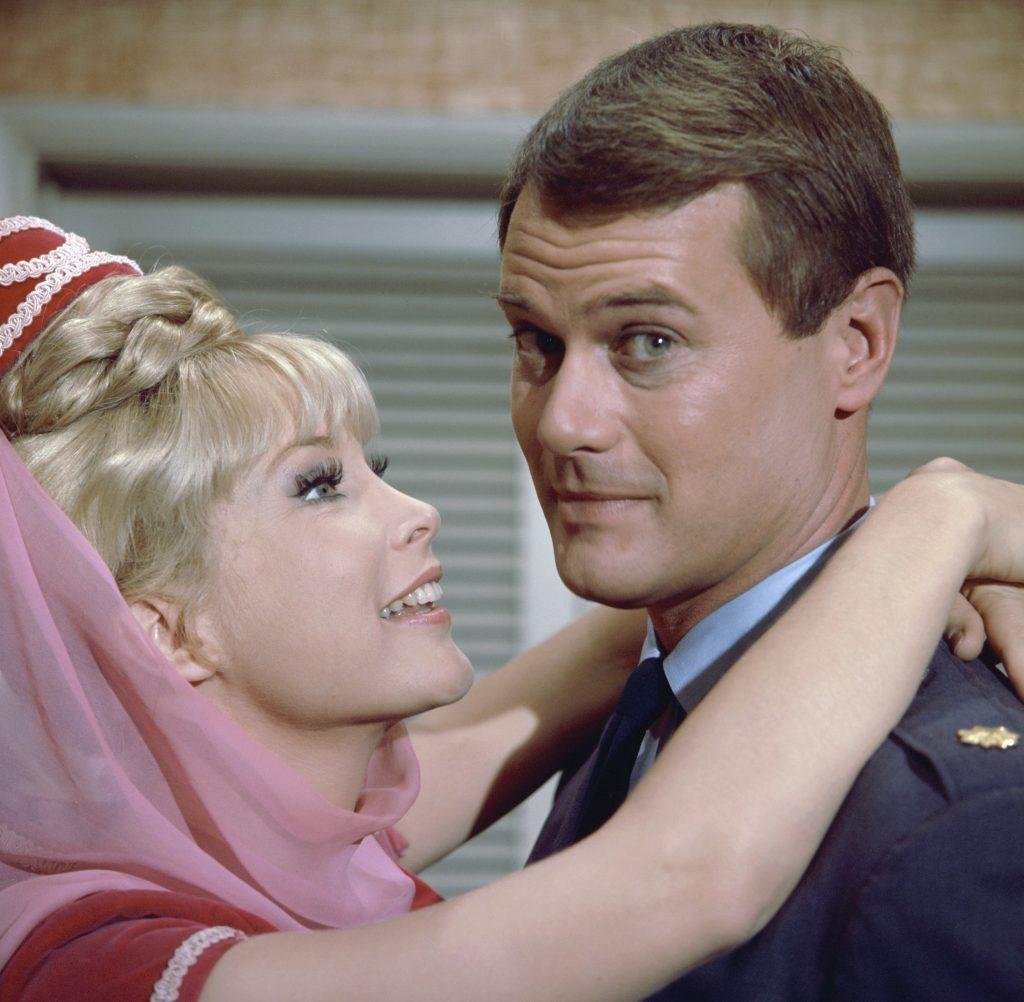Barbara Eden et Larry Hagman de 'Je rêve de Jeannie'