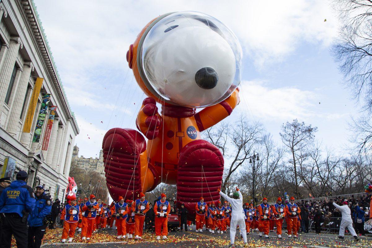 Astronaut Snoopy balloon