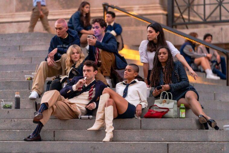 (L-R) Evan Mock, Emily Alyn Lind, Thomas Doherty, Eli Brown, Jordan Alexander, Zion Moreno and Savannah Lee Smith sitting on the steps of the Metropolitan Museum of Art in the Upper East Side of New York, New York