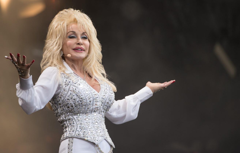Dolly Parton, Un Vaccin Prometteur Contre Le Coronavirus Moderna Financé