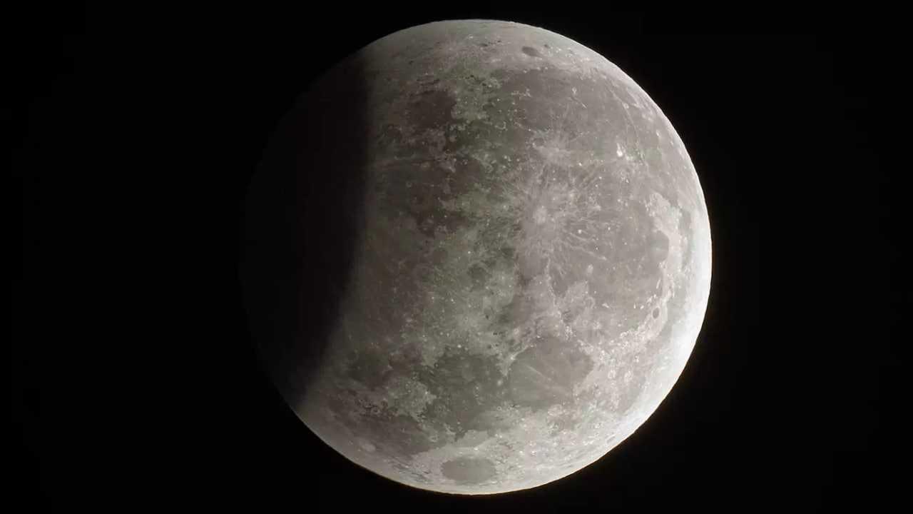 Éclipse lunaire 2020: quand et où regarder le quatrième et dernier Chandra Grahan aujourd'hui