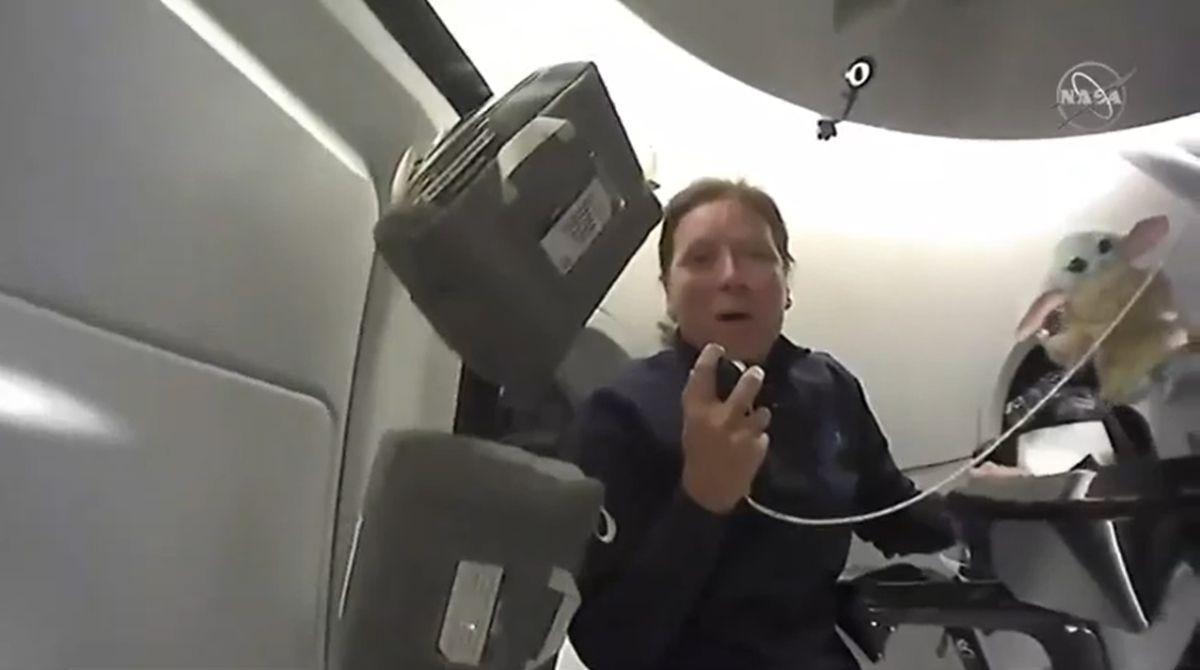 Faites Une Visite Vidéo Du Vaisseau Spatial Crew 1 Dragon De