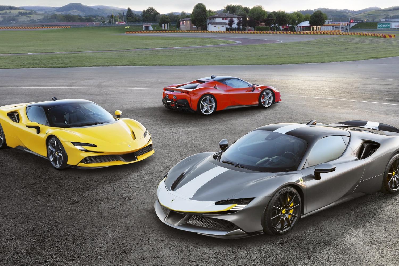 La SF90 Stradale est le modèle phare actuel de Ferrari et est également un hybride rechargeable