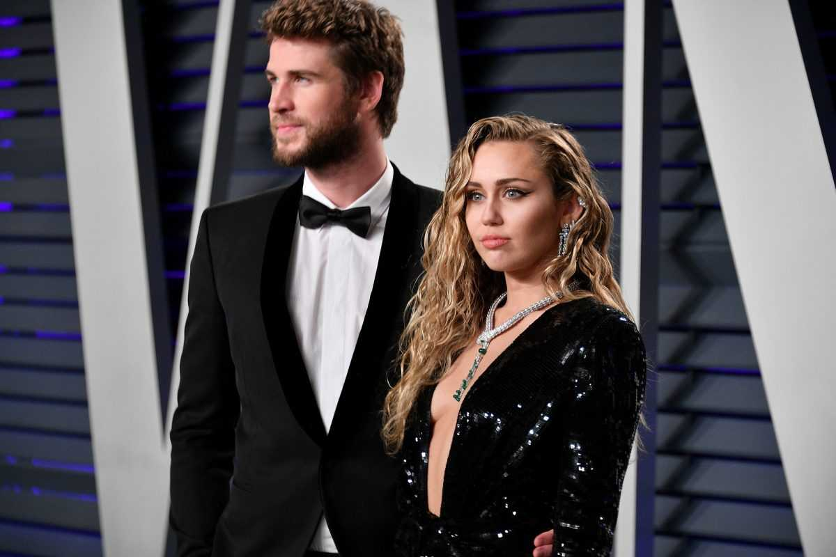 Liam Hemsworth (L) and Miley Cyrus attend the 2019 Vanity Fair Oscar Party on February 24, 2019 in Beverly Hills, California.