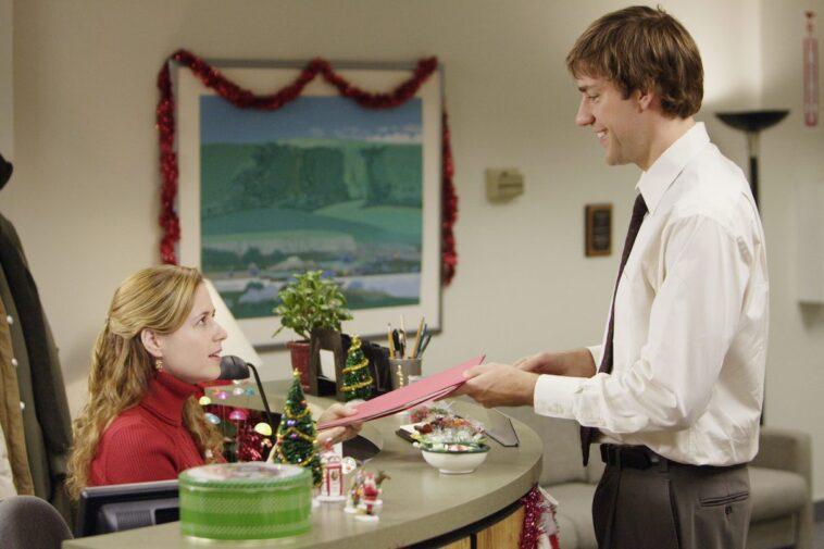 Jenna Fischer as Pam Beesly and John Krasinski as Jim Halpert on