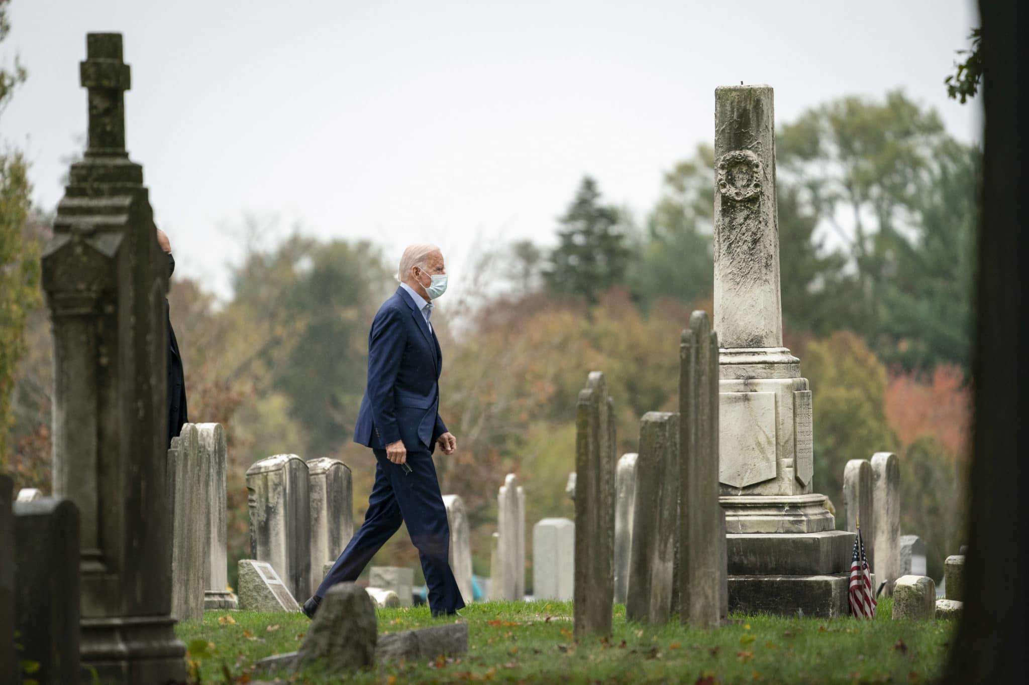 Le candidat à la présidence Joe Biden arrive à l'église pour la messe du dimanche à Wilmington, Delaware
