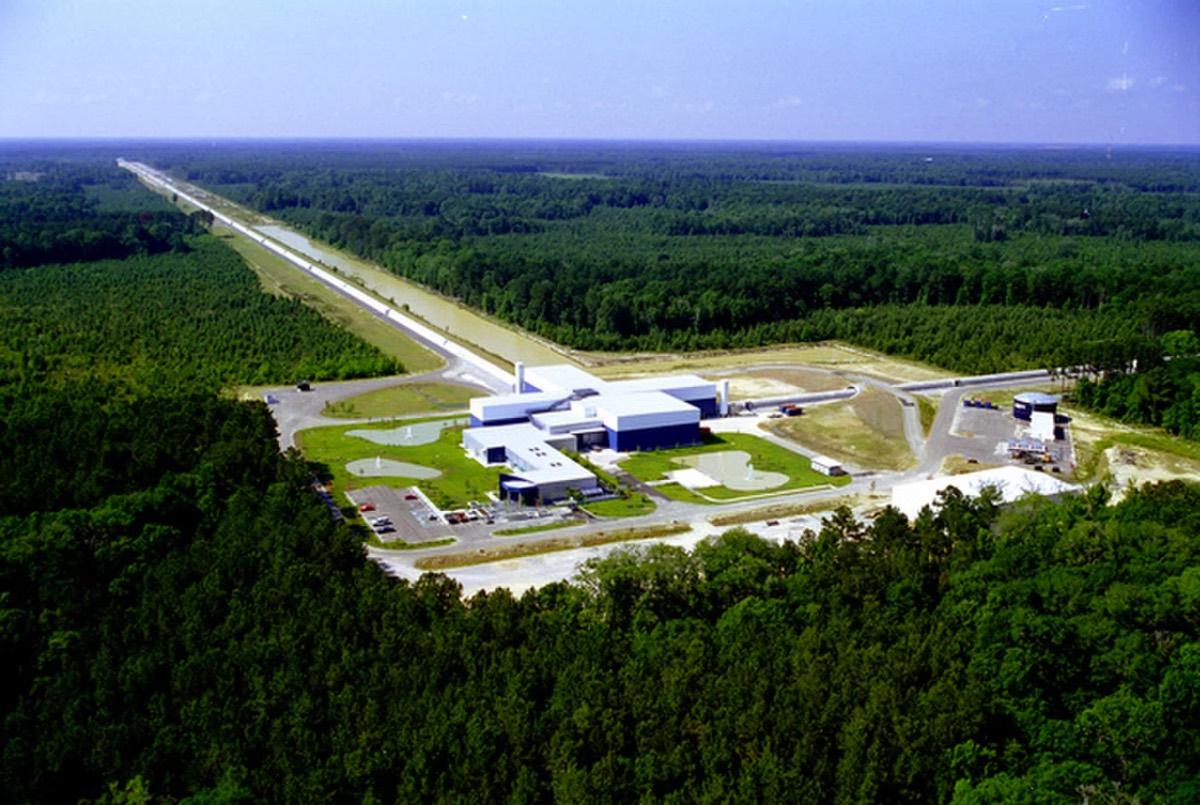 Le projet LIGO exploite deux sites de détection: un près de Hanford dans l'est de Washington et un autre près de Livingston, en Louisiane (illustré ici).