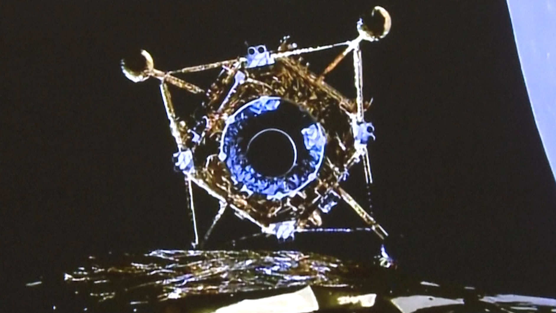 L'atterrisseur lunaire et le véhicule d'ascension Chang'e 5 de la Chine se séparent de son orbiteur / véhicule de retour tôt le 30 novembre 2020, heure de Beijing, avant un atterrissage dans l'océan des tempêtes de la lune pour une mission de retour d'échantillons lunaires.