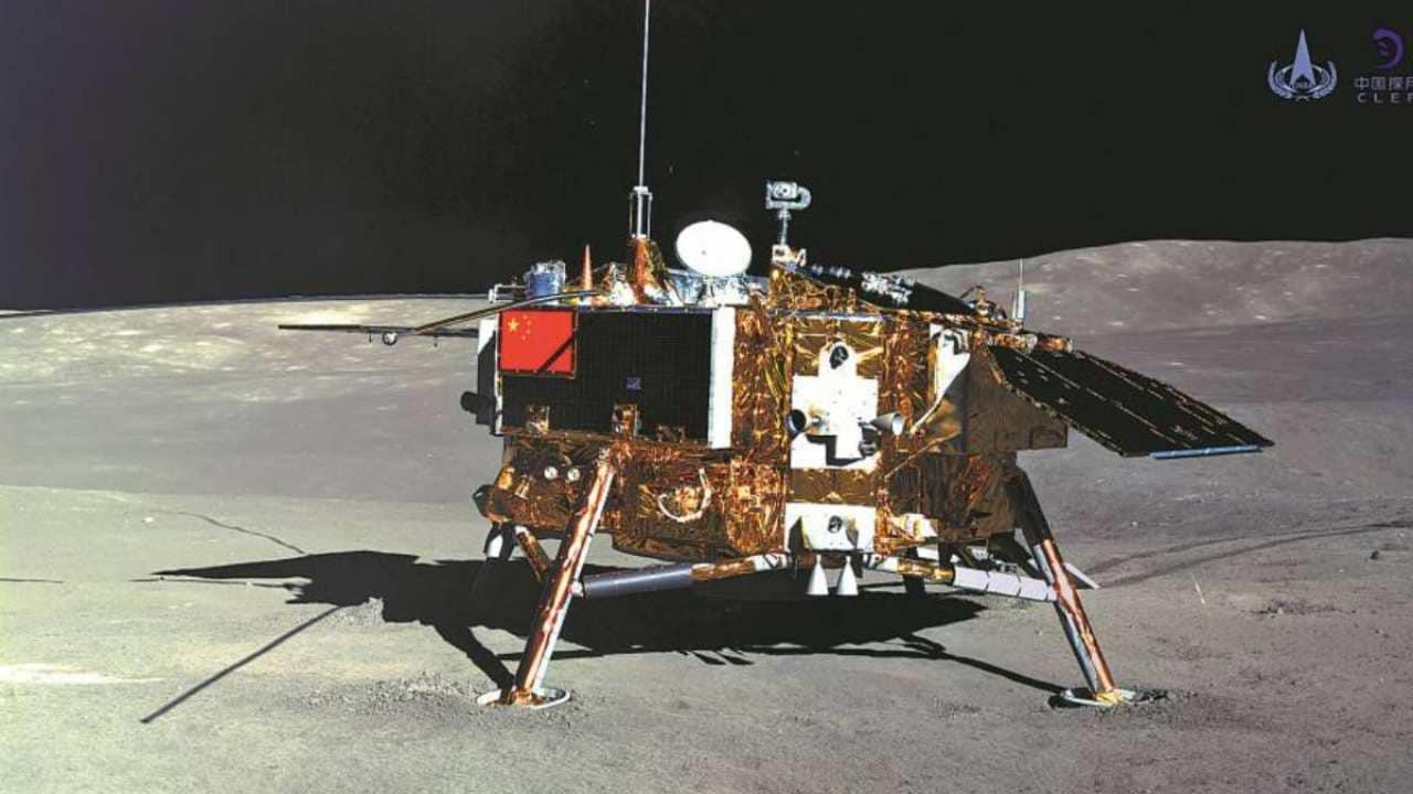 La Chine déplace la fusée Longue Mars-5 sur le site de lancement avant le lancement de l'atterrisseur lunaire Change 5
