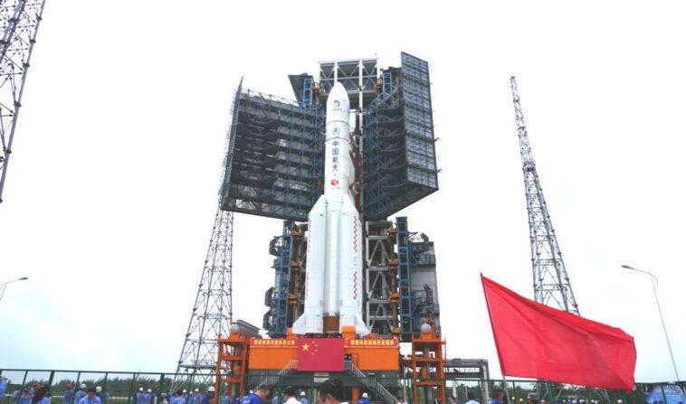 La Chine Déploie Une Fusée Longue 5 Mars Pour Le